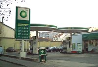A BP station in Paris displaying Noyes canopy designs